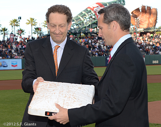 sf giants, san francisco giants, photo, 2012, matt cain, perfect game, june 13, larry baer, jeff idelson