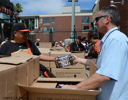 sf giants, san francisco giatnts, photo, 2012, 2002 player bobbleheads, fans, gene telucci