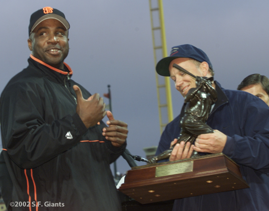 barry bonds, sf giants, san francisco giants, 2002, photo, 600th home run, babe ruth award