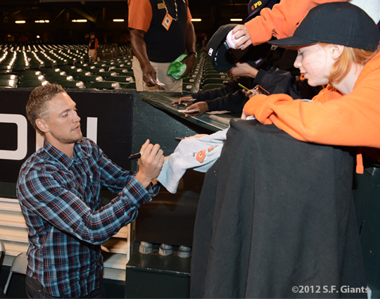 sf giants, san francisco giants, photo, 2012, hunter pence, fans
