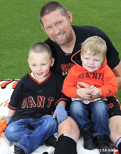sf giants, san francisco giants, photo, 2012, family day, aubrey huff