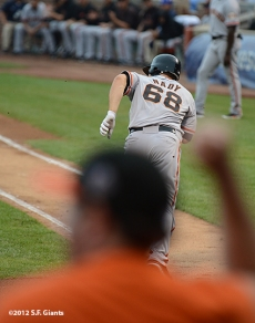 sf giants, san francisco giants, photo, 2012, wrigley field, xavier nady, fan