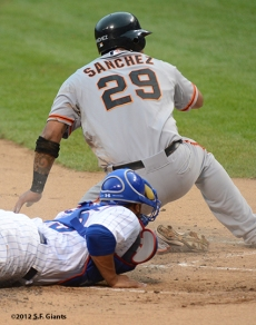 sf giants, san francisco giants, photo, 2012, wrigley field, hector sanchez