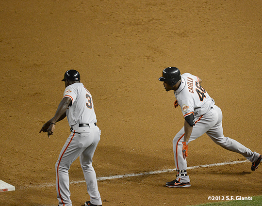 sf giants, san francisco giants, photo, 2012, September 14, chase field, santiago casilla, roberto kelly