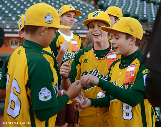 sf giants, san francisco giants, photo, september 19, 2012, petaluma little league all stars,