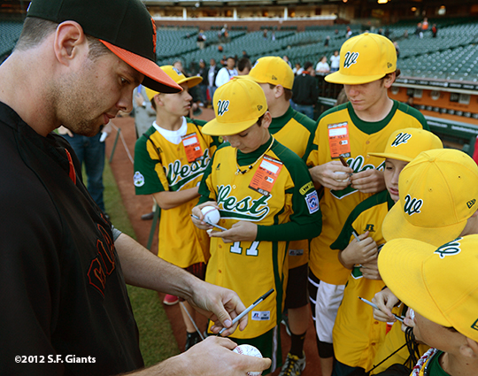 sf giants, san francisco giants, photo, september 19, 2012, petaluma little league all stars, brandon belt