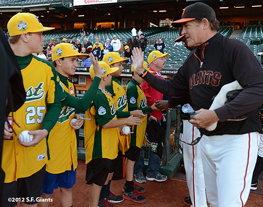 sf giants, san francisco giants, photo, september 19, 2012, petaluma little league all stars, dave righetti