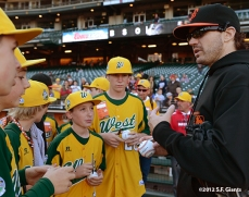 sf giants, san francisco giants, photo, september 19, 2012, petaluma little league all stars, barry zito