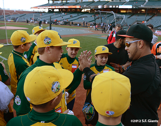 sf giants, san francisco giants, photo, september 19, 2012, petaluma little league all stars, hector sancehez
