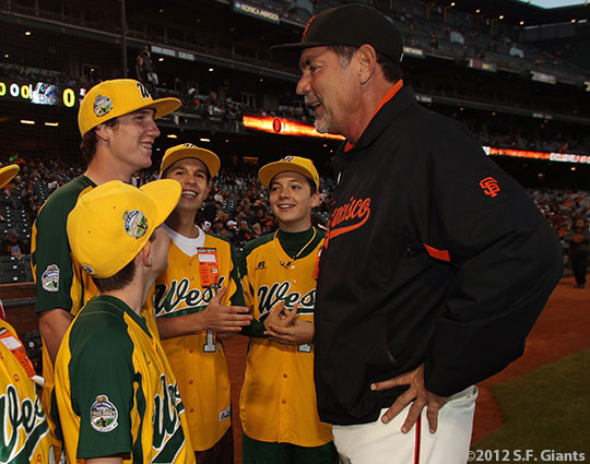 sf giants, san francisco giants, photo, september 19, 2012, petaluma little league all stars, bruce bochy