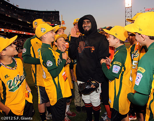 sf giants, san francisco giants, photo, september 19, 2012, petaluma little league all stars, sergio romo
