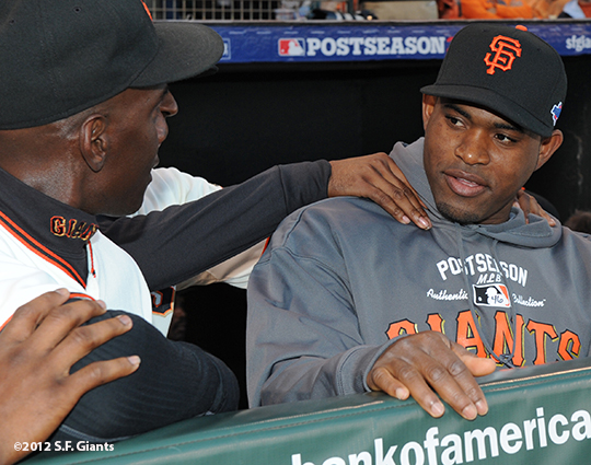 San Francisco Giants, S.F. Giants, photo, 2012, Postseason, Roberto Kelly, Santiago Casilla