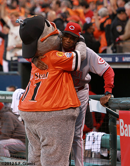 San Francisco Giants, S.F. Giants, photo, 2012, National League Division Series, Lou Seal and Dusty Baker
