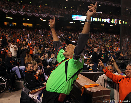 sf gaints, san francisoc giants, photo, 2012, nlds game 2, 10/7/2012, fans, crazy legs