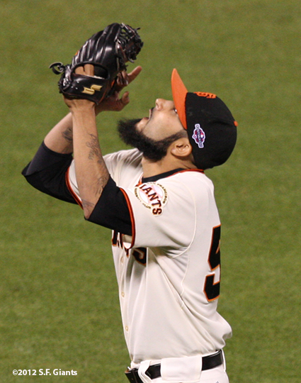 sf gaints, san francisoc giants, photo, 2012, nlds game 2, 10/7/2012, sergio romo