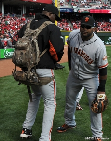 sf giants, san francisco giants, photo, 10/10/2012, nlds game 4, guillermo mota, pablo sandoval