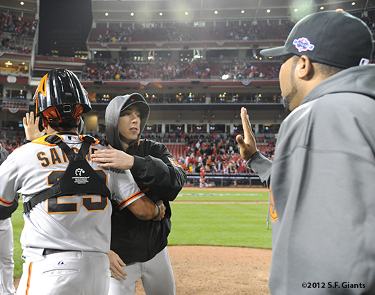 sf giants, san francisco giants, photo, 10/10/2012, nlds game 4, hector sanchez, tim lincecum
