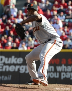 sf giants, san francisoc giants, photo, 10/11/2012, nlds clinch, win, santiago casilla