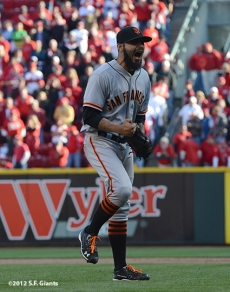 sf giants, san francisoc giants, photo, 10/11/2012, nlds clinch, win, sergio romo