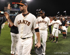 sf gaints, san francisco giants, photo, 10/21/2012, nlcs game 6, brandon belt, team, joaquin arias, sergio romo, buster posey
