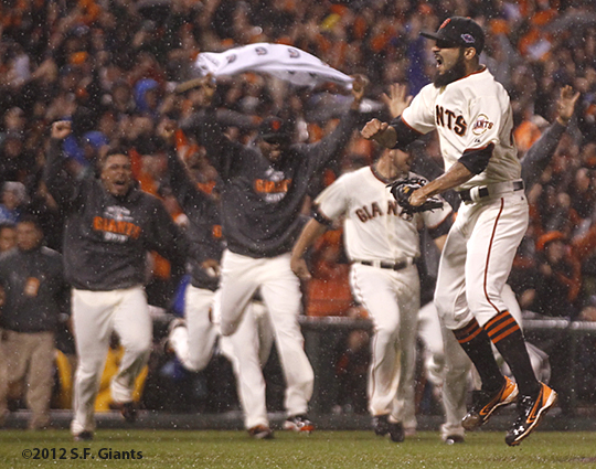 sf giants, san francisco giants, photo, 10/22/2012, nlcs game 7, clinch, sergio romo, team