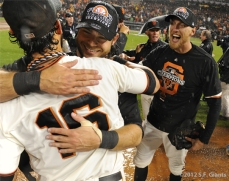 sf giants, san francisco giants, photo, 10/22/2012, nlcs game 7, clinch, hunter pence, angel pagan, brandon crawford