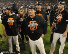 sf giants, san francisco giants, photo, 10/22/2012, nlcs game 7, clinch, clay hensley, ryan theriot, eli whiteside, george kontos