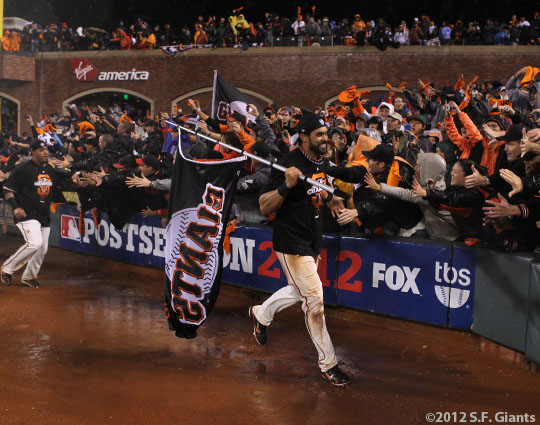 sf giants, san francisco giants, photo, 10/22/2012, nlcs game 7, clinch, angel pagan, fans
