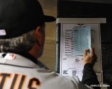 sf giants, photo, 10/27/2012, world series, game 3, ron wotus