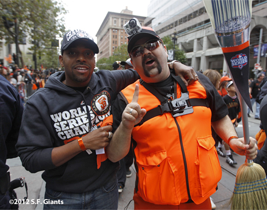 sf giants, san francisco giants, photo, 10/31/2012, parade, fans, front office