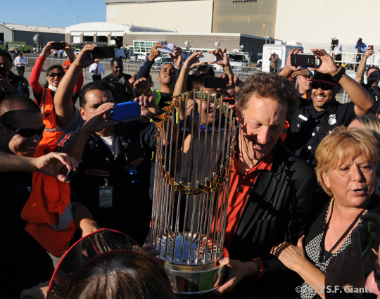 sf giants, san francisoc giants, photo, 10/29/2012, travel back to SF, larry baer, fans