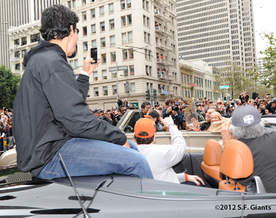 sf giants, san francisco giants, photo, parade, 10/31/2012, javier lopez, trophy, bruce bochy