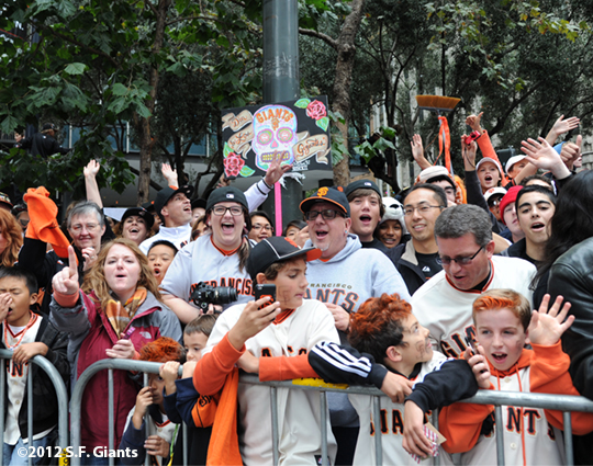 sf giants, san francisco giants, photo, 10/31/2012, parade, fans