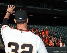Vogelsong thanks the fans