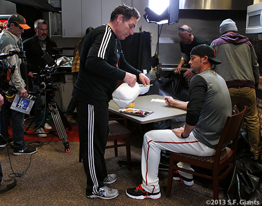 Vogelsong eating cereal