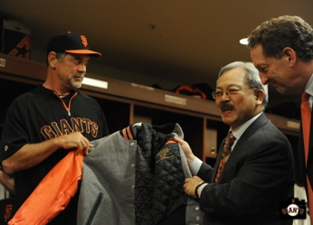 bruce bochy, april 23, 2013, sf giants, photo, team, mayor ed lee, jacket presentation