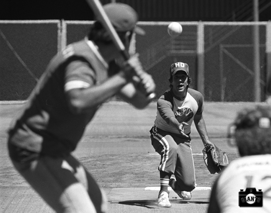 sf giants, photo, happy days, henry winkler, august 28, 1977, pitching