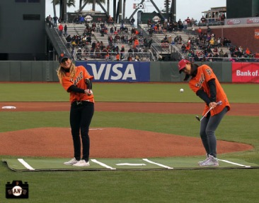 San Francisco Giants, S.F. Giants, photo, 2014, LPGA, Paula Creamer, Michelle Wie