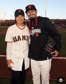San Francisco Giants, S.F. Giants, photo, 2014, Korean Heritage Night, Sergio Romo, Se-Ri Pak