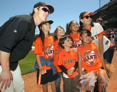 San Francisco Giants, S.F. Giants, photo, 2014, Junior Giants Glove Drive, Tim Lincecum