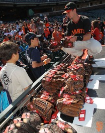 San Francisco Giants, S.F. Giants, photo, 2014, Junior Giants, Buster Posey