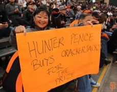 San Francisco Giants, S.F. Giants, photo, 2014, Fans, Hunter Pence signs