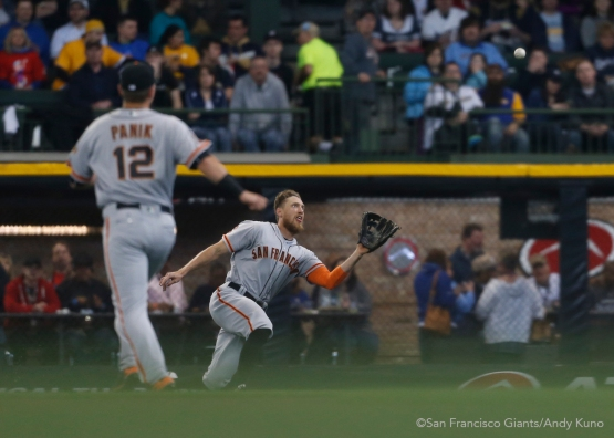 San Francisco Giants right fielder Hunter Pence make a catch in the 2nd inning.