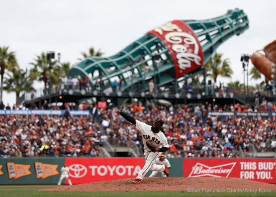 San Francisco Giants pitcher Johnny Cueto pitches during the 2nd inning. The Giants defeated the Dodgers 9-6.