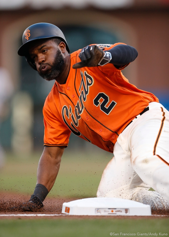 San Francisco Giants Denard Span advances to third base in the 1st inning.