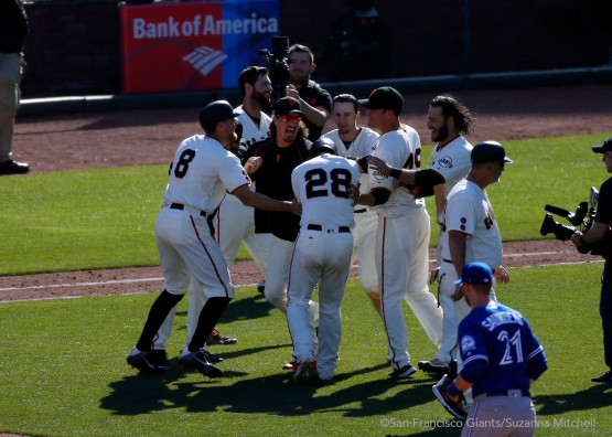 The team celebrates Buster Posey's walk-off walk.