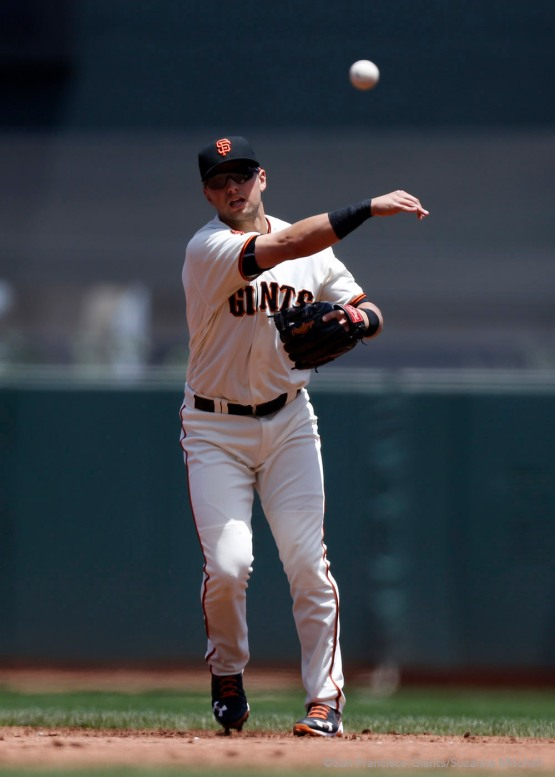 Joe Panik throws out Alex Presley in the third inning.