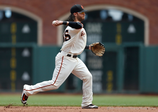 San Francisco Giants shortstop Brandon Crawford throws out a runner during the 3rd inning.