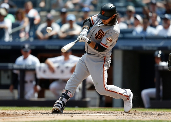 San Francisco Giants Brandon Crawford singles during the 6th inning at Yankee Stadium.