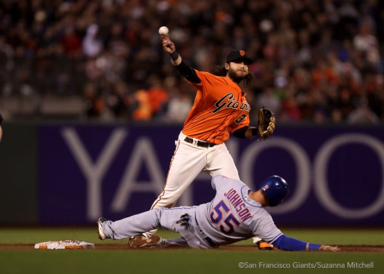 Brandon Crawford tags out Kelly Johnson and throws out Jay Bruce in the seventh inning.